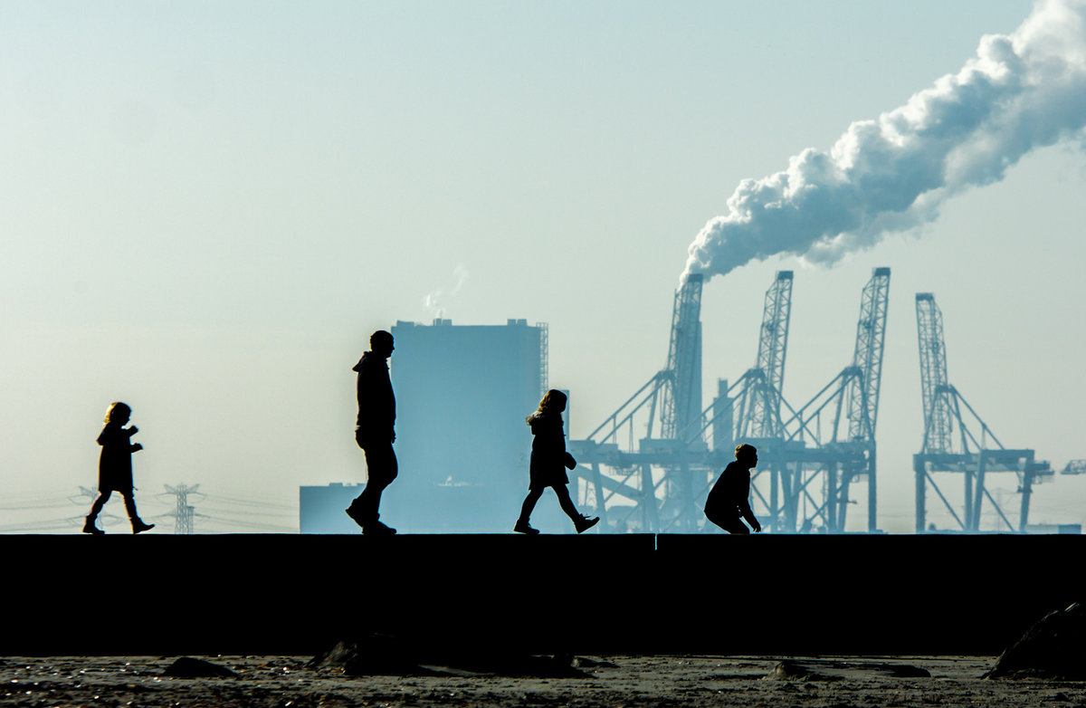 Family in front of an industrial harbor